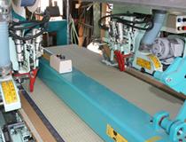 幅寸法に合わせて畳縁を縫い付けています。